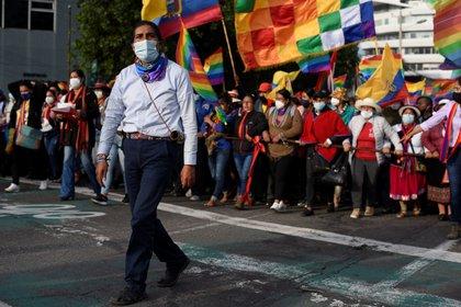Yaku Perez lidera una marcha en Quito