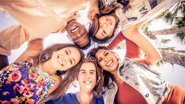 Una de las aristas que promueve el curso es saber apreciar la interacción social (istock)