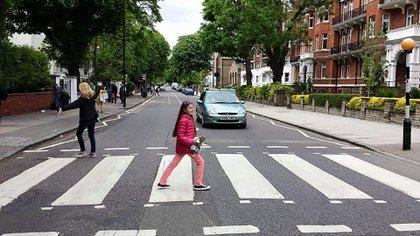 Leila, como una beatle, cruzó Abbey Road (Gentileza Mariana Lacase)