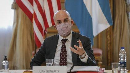 Juan González, Asistente Especial del Presidente y Director Principal del Consejo Nacional de Seguridad para el Hemisferio Occidental, en un encuentro con periodistas en la Embajada de los Estados Unido en Buenos Aires (Embajada EEUU en Argentina)