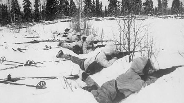 Los soldados finlandeses utilizaban esquíes para deslizarse sin ser escuchados por las tropas soviéticas. Ejecutaron una guerra de guerrillas que desorientó a sus enemigos y terminaron expulsándolos de su país