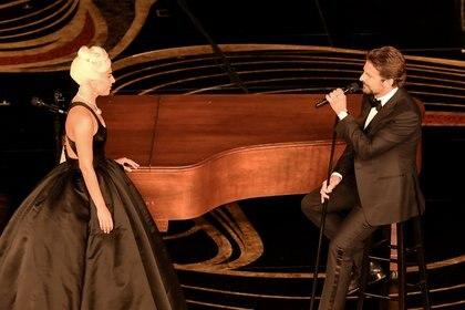Lady Gaga y Bradley Cooper fueron el momento más esperado de los Oscar (Photo by VALERIE MACON / AFP)