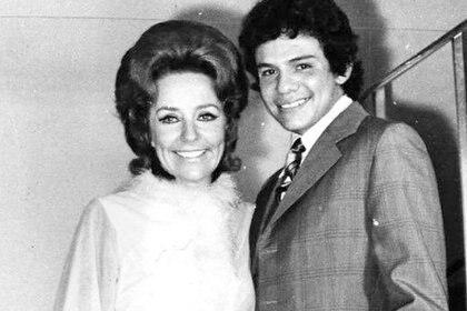 A la edad de 22 años, José José se casó con Natalia, mejor conocida como Kiki (Foto: Twitter)