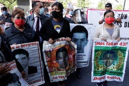 Padres de Ayotzinapa ven con satisfacción avances en investigación