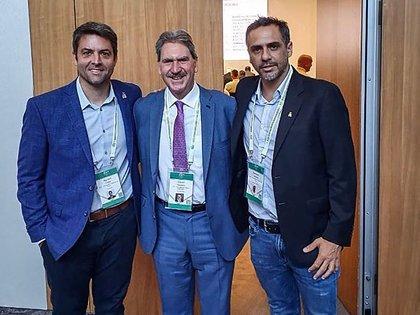 Calleri –presidente de la AAT– y Zabaleta junto con el presidente de la Federación Internacional de Tenis