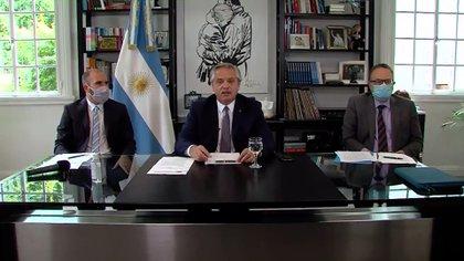 Alberto Fernández y los ministros Martín Guzmán y Matías Kulfas