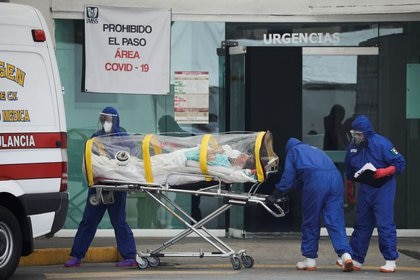En total, fueron 585 médicos cubanos los que colaboraron en diferentes hospitales COVID de la capital de país (Foto: Reuters)