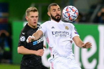Benzema convirtió el primer gol del Real Madrid - REUTERS/Uwe Kraft