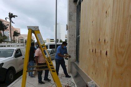 La Secretaría de la Defensa Nacional (Sedena) activó el PLAN DN-III-E para atender los estados de Quintana Roo, Yucatán y Campeche ante la llegada del huracán Zeta (Foto: EFE)