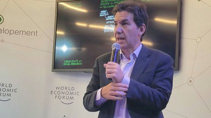 El autor de la nota, Andy Freire, hablando durante un encuentro en el Foro Económico Mundial en Davos