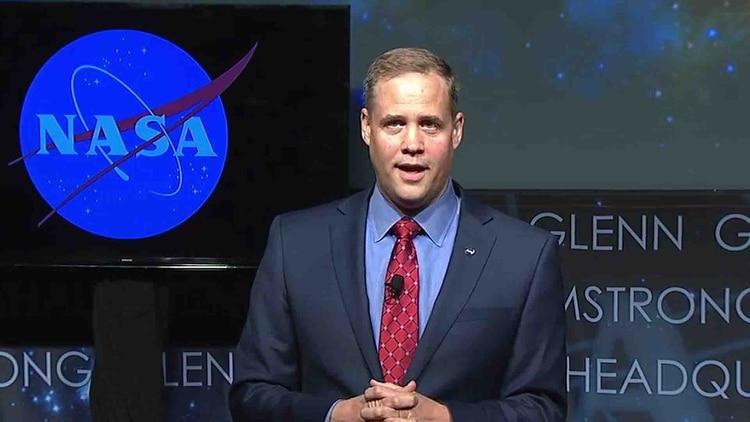 El jefe de la NASA, Jim Bridenstine, busca crear conciencia sobre la amenaza real que estos objetos espaciales conllevan para la superviviencia humana