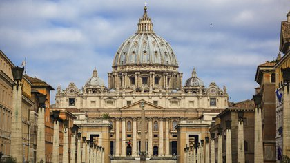 Las investigaciones sobre diferencias en el desempeño económico de los fieles de las diferentes ramas del cristianismo son ya una tradición. En la foto la Basílica de San Pedro en Roma (Archivo)