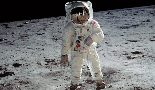 Un usuario causó polémica al descubrir que las huellas en la Luna no coinciden con las botas de Neil Armstrong