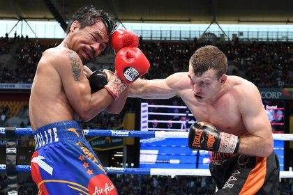 El australiano Jeff Horn le conecta un contundente golpe al filipinoManny Pacquiao. .