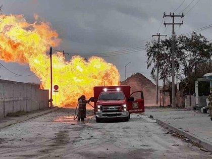 La Secretaría de Seguridad Pública  de Tamaulipas desalojó a más de 80 personas, entre ellas (Foto: Twitter @AlfredoPeña)
