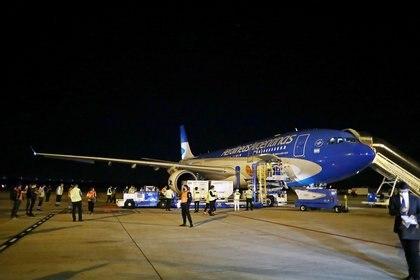 Se trata del séptimo operativo de la aerolínea para traer vacunas (REUTERS/Agustin Marcarian)