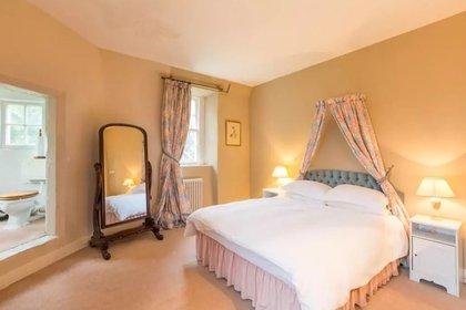 Una de las habitaciones con cama matrimonial (Airbnb)