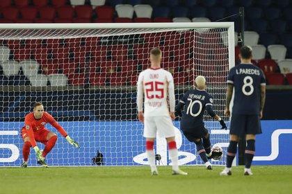 Neymar anotó de penal para el PSG Foto: REUTERS/Benoit Tessier
