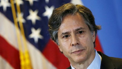 FILE PHOTO: U.S. Deputy Secretary of State Antony Blinken listens to journalists' questions during a news conference, at a hotel in Mexico City April 30, 2015. REUTERS/Henry Romero/File Photo