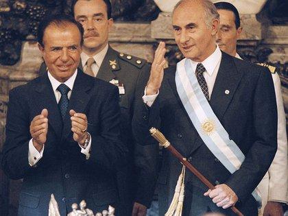 Menem volvió a competir electoralmente, cuando cayó el gobierno de Fernando De la Rúa, pero desistió luego de la primera vuelta cuando la ventaja del santacruceño Néstor Kirchner se proyectaba irremontable