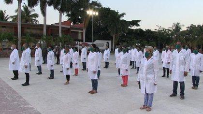 La Cancillería permitirá que más de 200 médicos cubanos lleguen a la Argentina, con el objetivo de sumarse a la lucha contra el coronavirus en las próximas semanas (AFP)