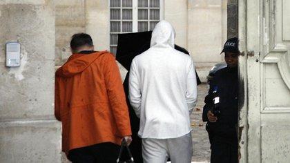 Benzema en noviembre del 2015 cuando fue detenido y pasó la noche bajo custodia policial (Foto: AFP)