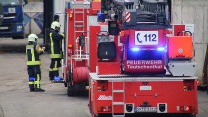Los bomberos llegan al lugar después de una explosión en la mina Teutschenthal cerca de Halle, Alemania, el 8 de noviembre de 2019. Reuters / Marvin Gaul