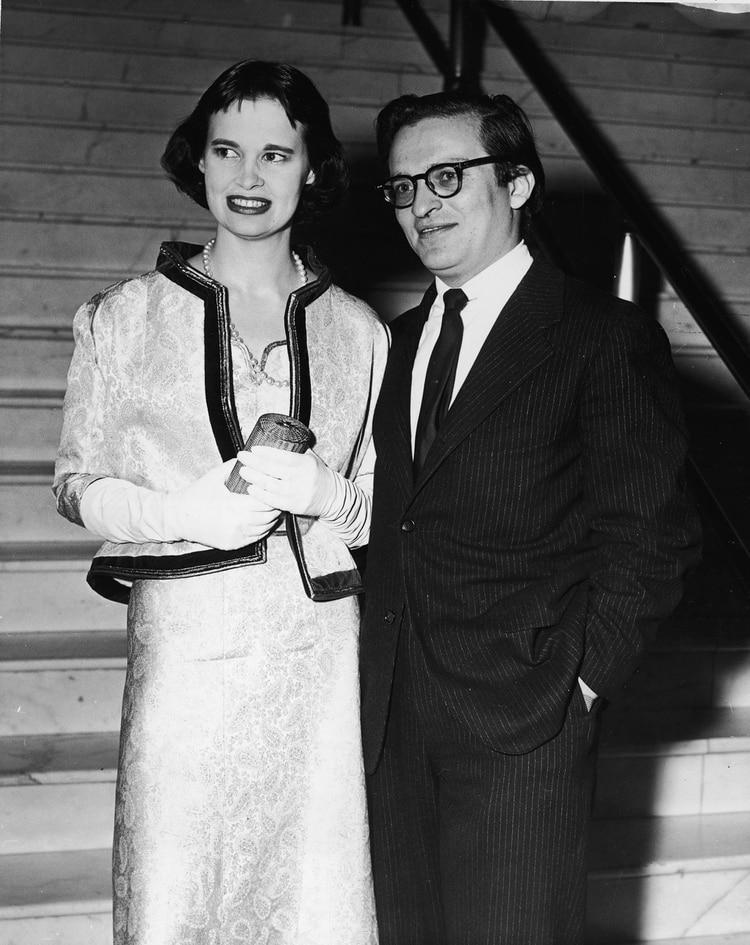 Gloria Vanderbilt y su segundo esposo, el director de cine Sidney Lumet (Photo by Getty Images)