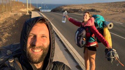 La pareja de argentinos se dirigía hacia Buenos Aires desde Barcelona y están varados en Paraguay desde hace 2 días