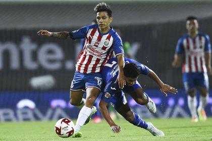 Chivas optó por el contragolpe en el partido (Foto: Twitter/ @Chivas)
