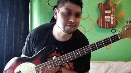 Santiago Aciar tiene 37 años y trabaja como empleado de seguridad