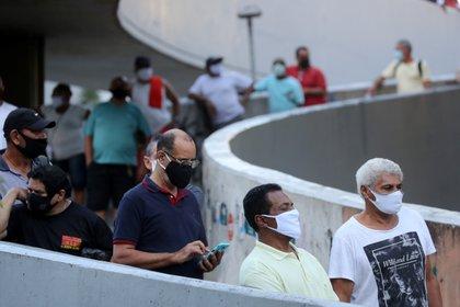 Filas en la favela de la Rocinha, en Rio de Janeiro (Reuters)
