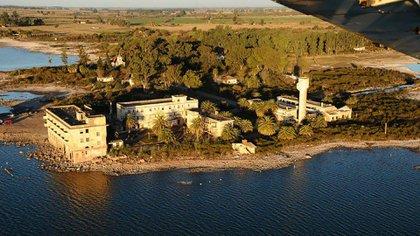 Todavía se cree que, a fines de 1940, Adolf Hitler visitó Miramar, Córdoba, en la región de Ansenuza