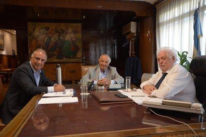 Armando Cavalieri y Carlos Pérez, de Comercio, llegaron a reunirse con Ginés González García antes que la CGT