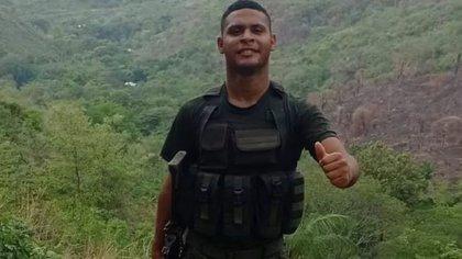 Soldado murió luego de que le cayera un rayo cuando descansaba