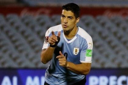 Luis Suarez abrió el marcador para Uruguay ante Chile y marcó el primer gol de las Eliminatorias Sudamericanas hacia Qatar 2022 (REUTERS)