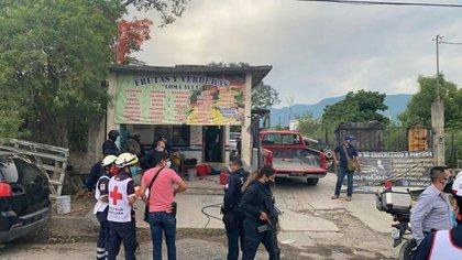 Ocho hombres fueron asesinados al interior de un negocio de abarrotes (Foto: Twitter/LPueblo2)