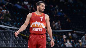 """El """"pase de bowling"""" que asombró a la NBA y el triple que remató el partido: las perlas de Campazzo en la victoria de Denver ante los Hornets"""