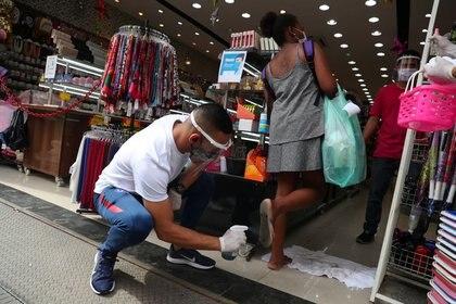 Pese al aumento de contagios y muertos, Brasil reanuda esta semana la actividad comercial en ciudades como San Pablo y Río de Janeiro (REUTERS/Amanda Perobelli)