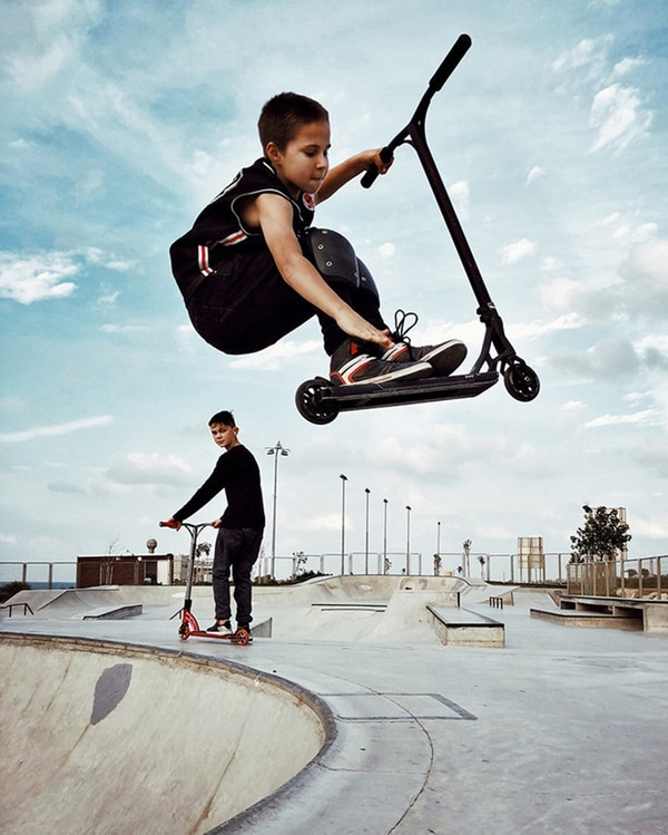 """Dina Alfasi (Israel) con """"Air"""" (Aire) obtuvo el segundo puesto. La imagen la tomó con un iPhone X en Skate park, Haifa, en Israel, donde se reúnen jóvenes a practicar skate."""