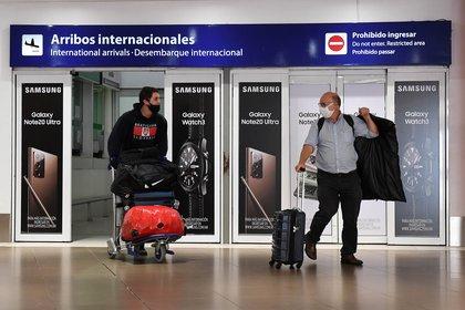 Los turistas que ingresen a la Argentina deberán testearse tres veces obligatoriamiente