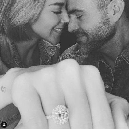 En mayo de este año anunciaron su compromiso a través de Instagram y con un mensaje cariñoso, aunque no definieron sus planes de boda.  (Foto: Instagram de Fernanda Castillo)