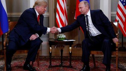 Donald Trump y Vladimir Putin, durante un encuentro en Helsinki (Reuters)