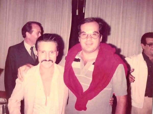 Martínez con el controversial Luisito Rey, padre del cantante