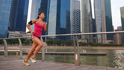 Para practicar deporte al aire libre se deben tomar las precauciones necesarias (Shutterstock)