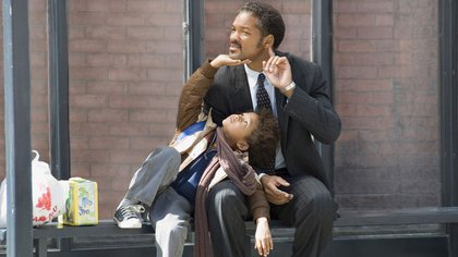 """""""En busca de la felicidad"""" fue la primera película en la que el actor Will Smith actuó junto con su hijo, Jaden Smith (Fotograma Columbia Pictures)"""