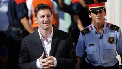 Lionel Messi durante una visita a los juzgados de GAVÁ por sus problemas con Hacienda en 2013 (AFP)