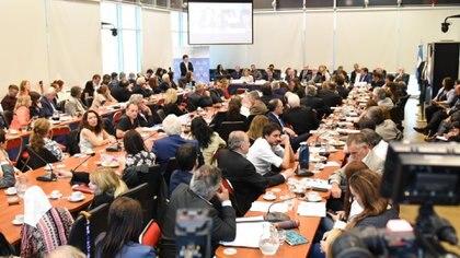 La sala donde se realizó la reunión de comisión estaba repleta (Joaquín García Conde)