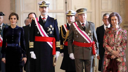 El rey Felipe VI, la reina Letizia, su padre Juan Carlos y la reina Sofía en junio de 2018 (Shutterstock)