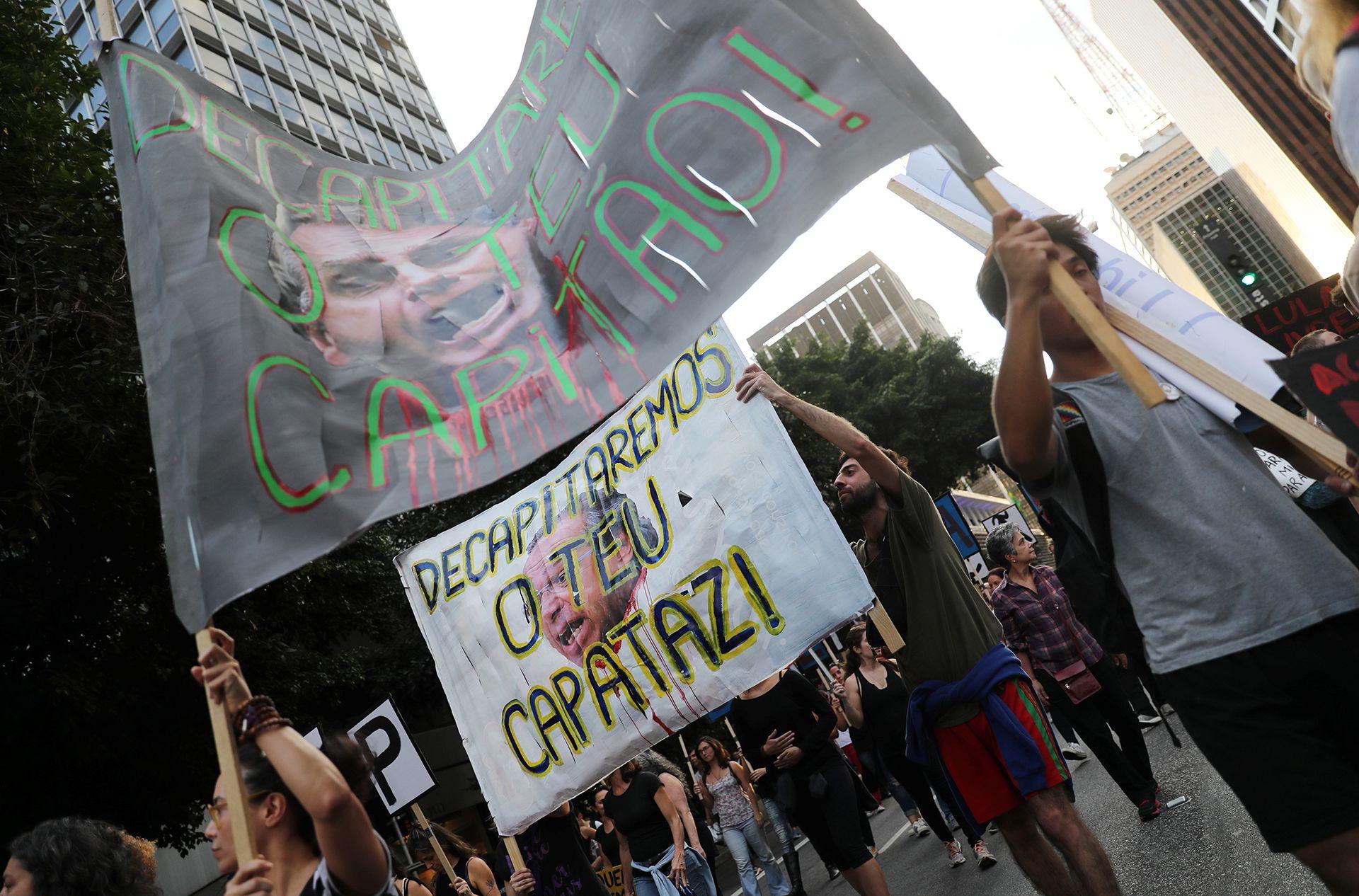 Manifestantes marcharon contra Bolsonaro en el contexto de la primera huelga general durante su gobierno. (REUTERS/Nacho Doce)